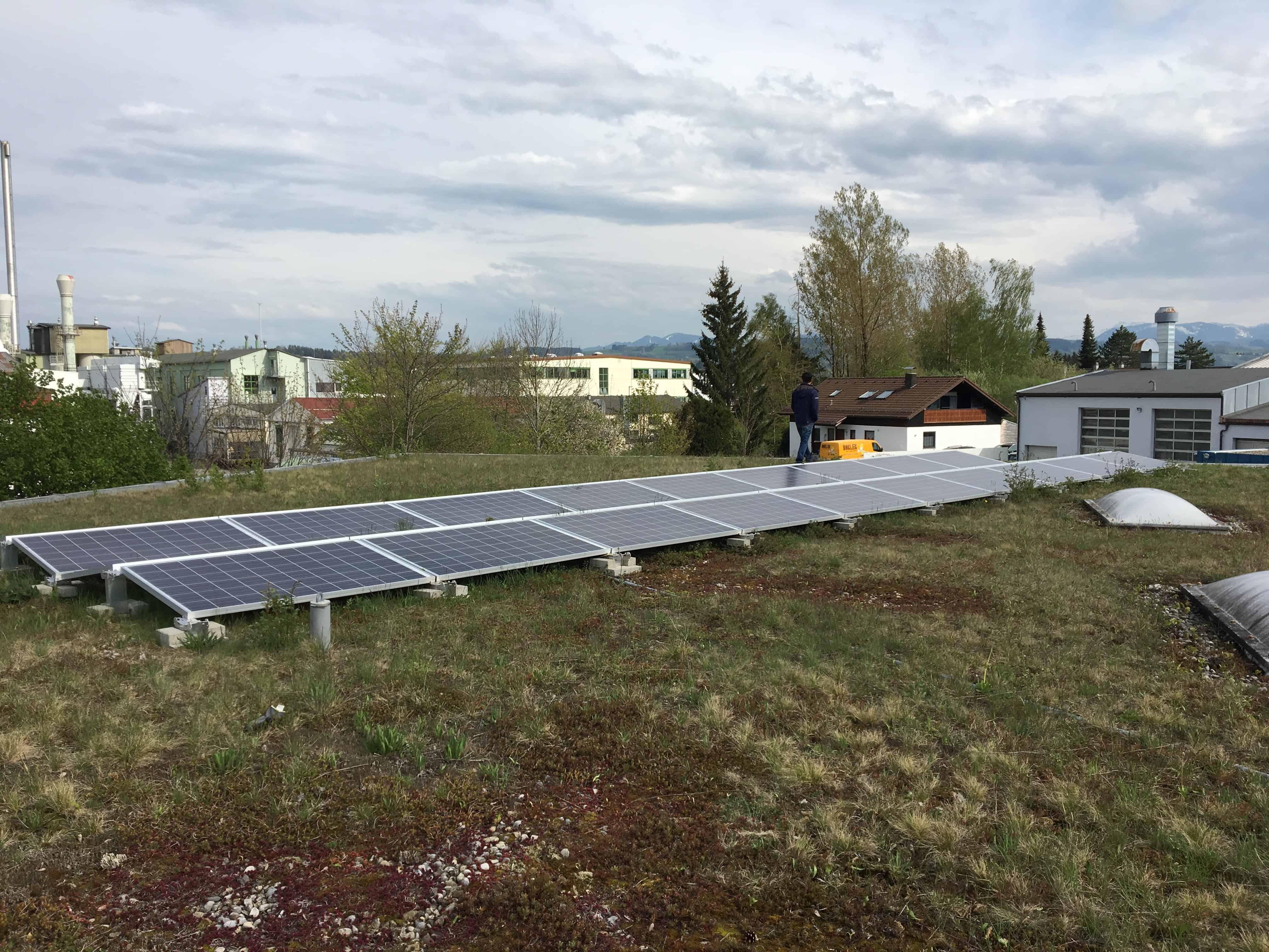 Photovoltaikanlage auf dem Dach von Volvo Heinz & Marx in Kempten (Allgäu)